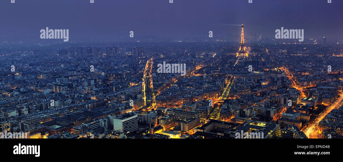 Vue panoramique aérienne de Paris la nuit à partir de la Tour Montparnasse Photo Stock