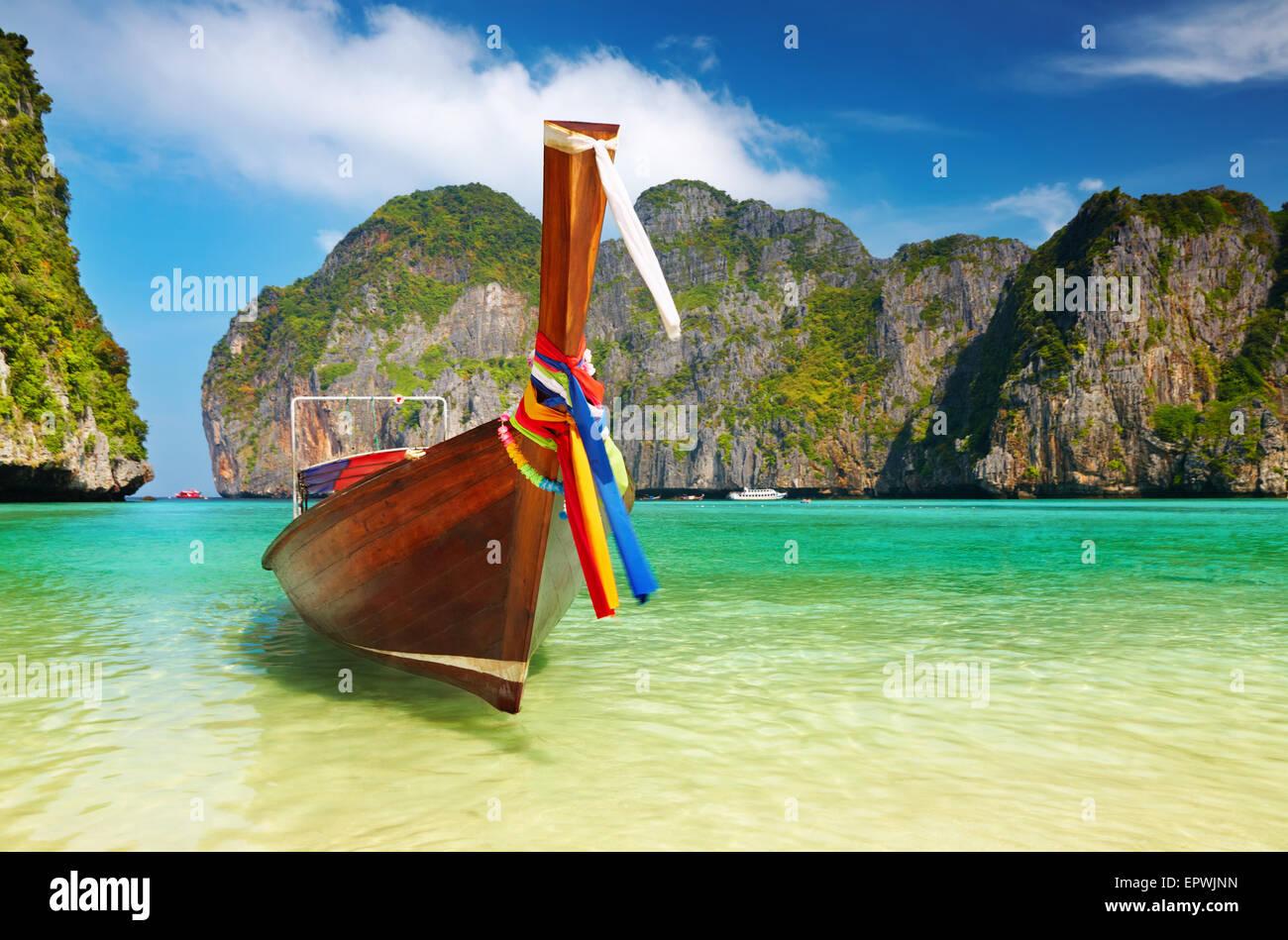 "Tropical beach, traditionnel bateau ""long tail, Maya Bay, Thaïlande Photo Stock"