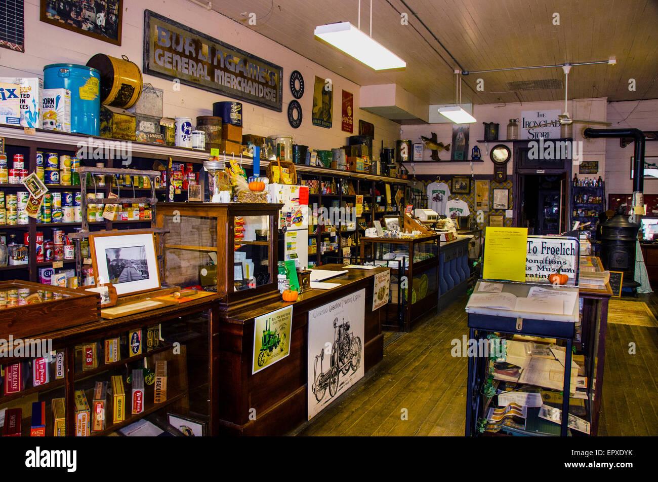 L'intérieur de marchandises générales de Burlingame en magasin Froelich, Iowa, l'un des premiers grands magasins Banque D'Images
