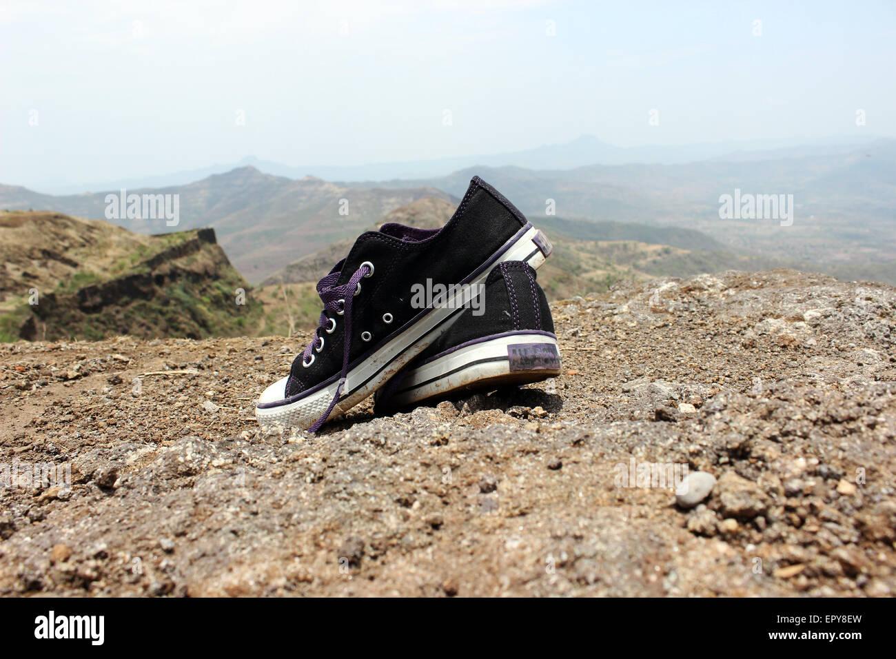 Abandonnée, absence, plage, plages, espace blanc, bleu, bleu, toile, toile, toile chaussures chaussures, close Photo Stock