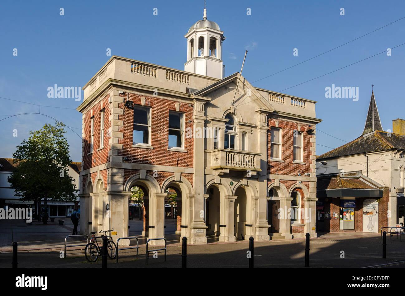 Le salon du maire et Saxon Square Christchurch Dorset England UK Banque D'Images