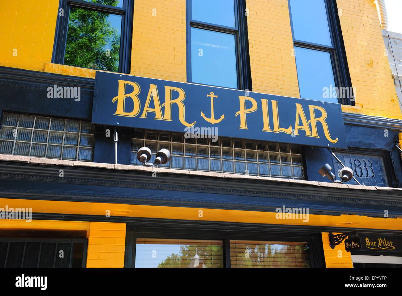USA Washington DC boutiques et d affaires le long de 14th Street NW près du  corridor de la rue U - Le Bar Pilar exterior d240b5345515