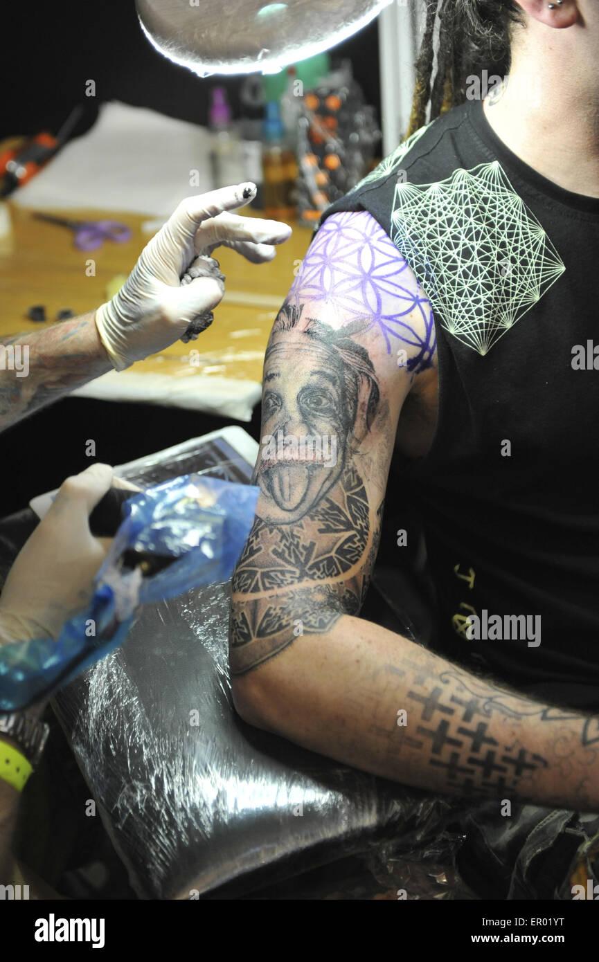 Un Homme D Obtenir Un Tatouage Geometrique Au Great British Tattoo