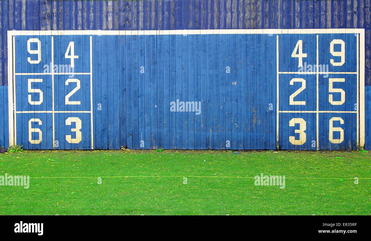 Football soccer machine d'exercice pour frapper des objectifs précis par coup de pied de pénalité Photo Stock