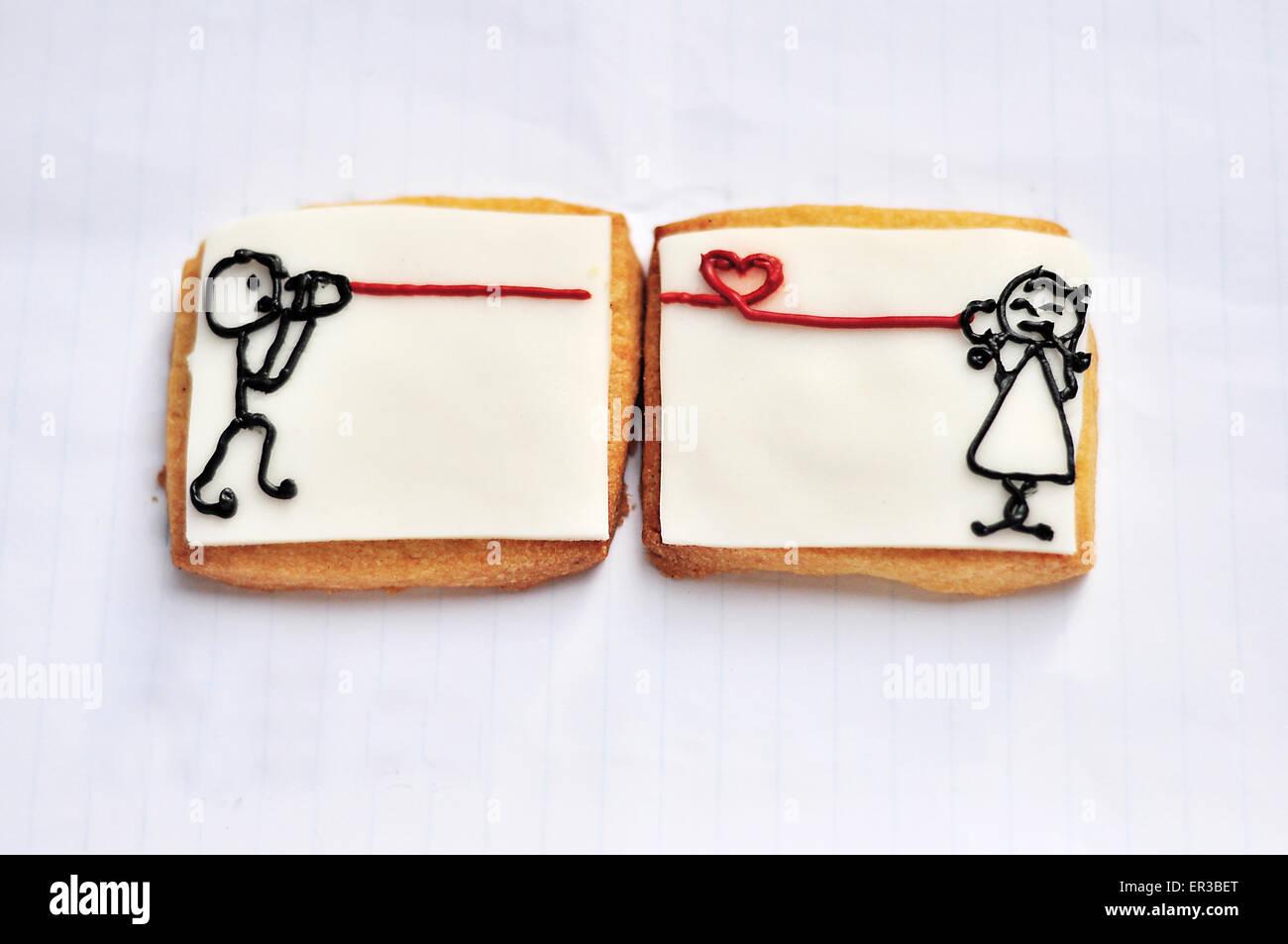 Fromage cracker avec dessins d'une fille de parler à un garçon à l'aide de l'étain Photo Stock