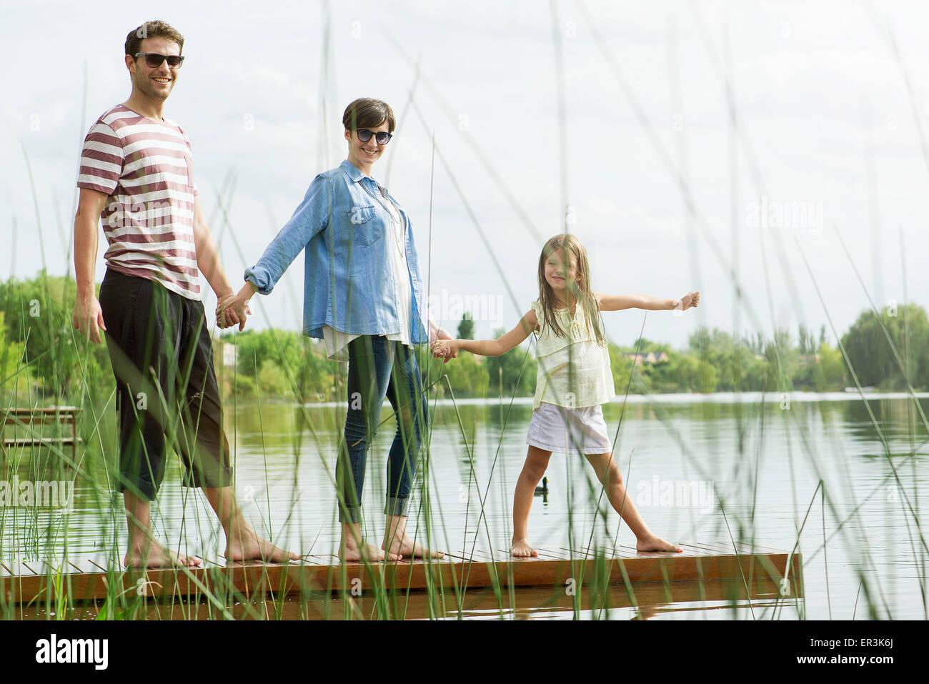Family holding hands on dock, portrait Banque D'Images