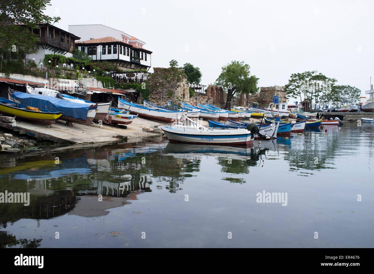 Des bateaux de pêche à l'amarrage de Nessebar, Bulgarie Photo Stock