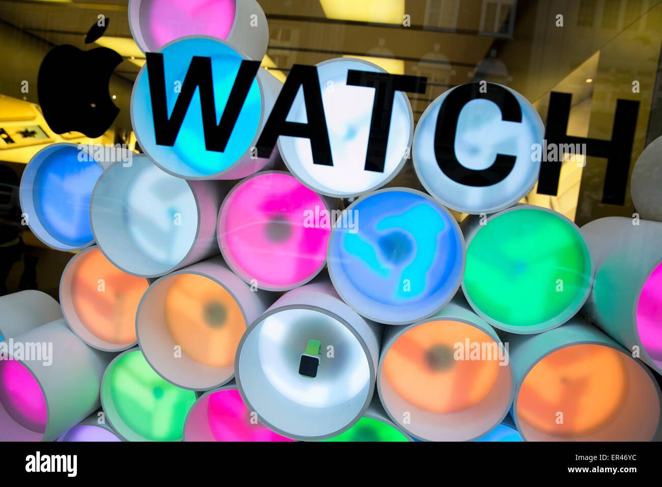 Un Apple fenêtre Watch afficher dans le centre-ville de Philadelphie, Pennsylvanie. Banque D'Images