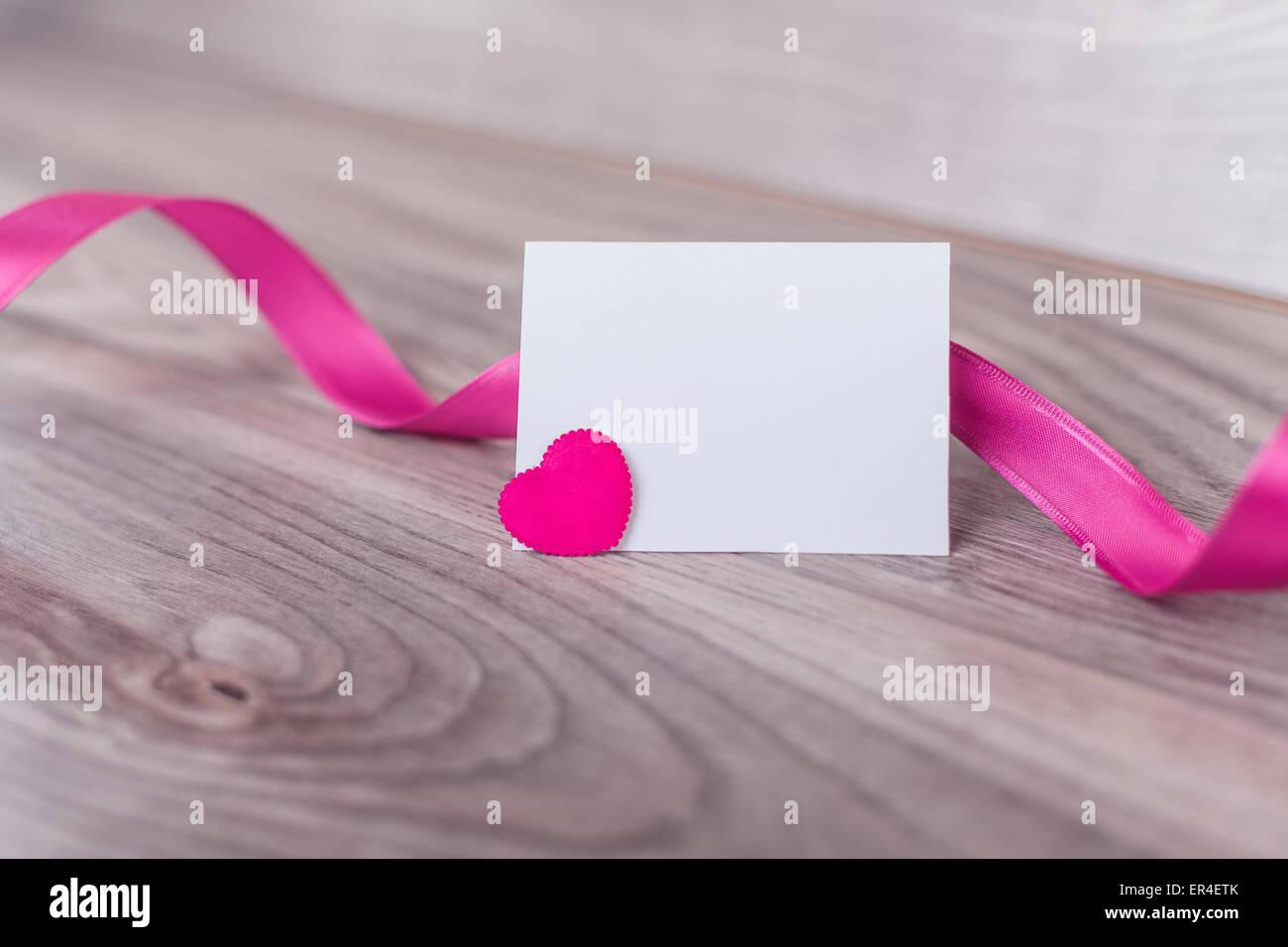 Lettre d'amour Saint Valentin sur une table en bois Photo Stock