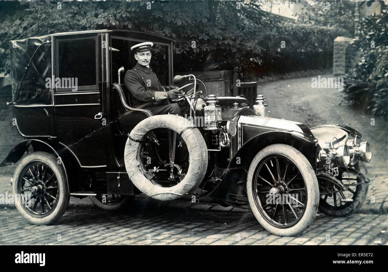 voiture de collection renault en angleterre alexander leslie pilote 1910 banque d 39 images. Black Bedroom Furniture Sets. Home Design Ideas
