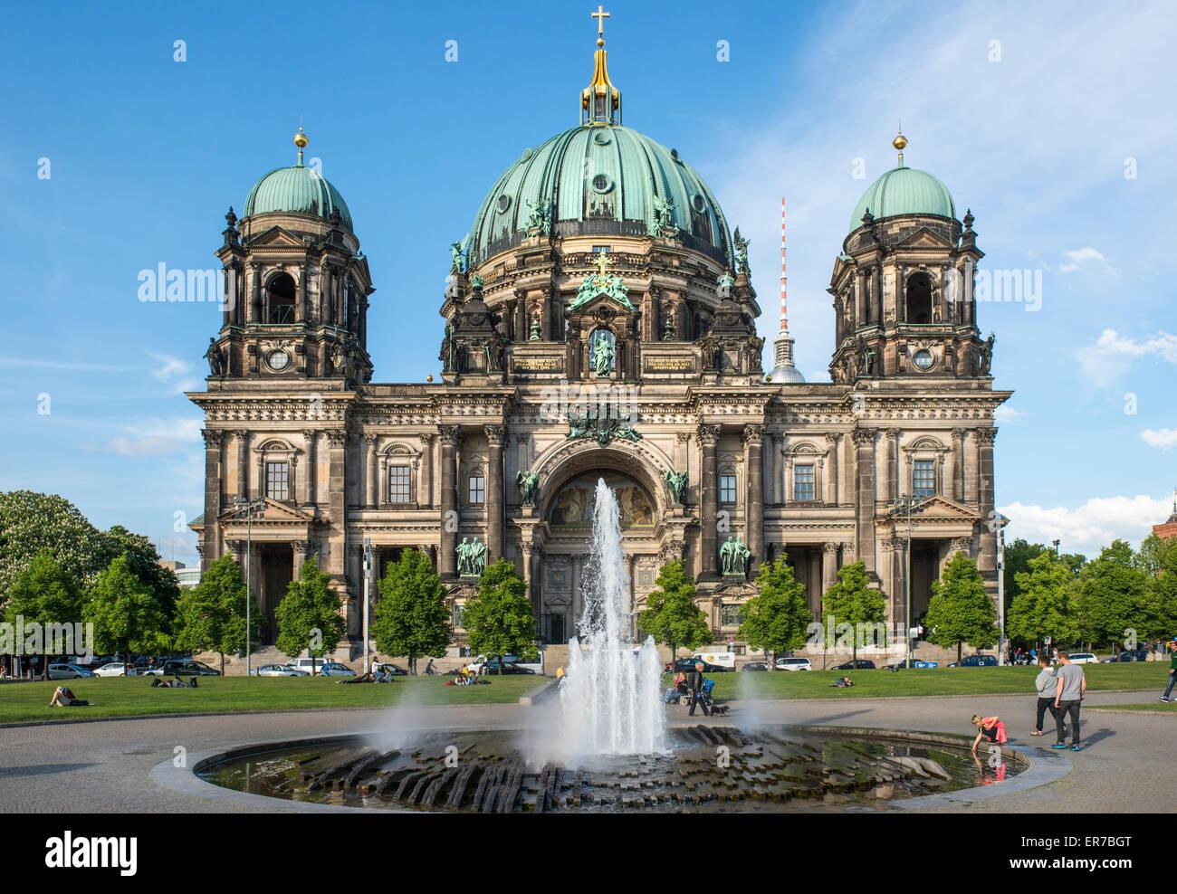 Cathédrale de Berlin (Berliner Dom) sur l'île des musées dans le quartier de Mitte à la Photo Stock