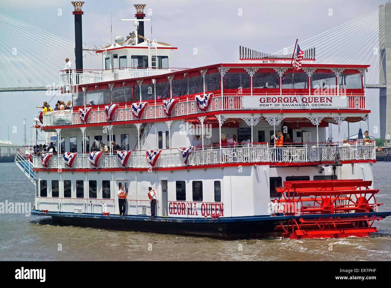 Les élèves obtenir une leçon d'histoire locale à bord d'un bateau de l'ancien temps Photo Stock