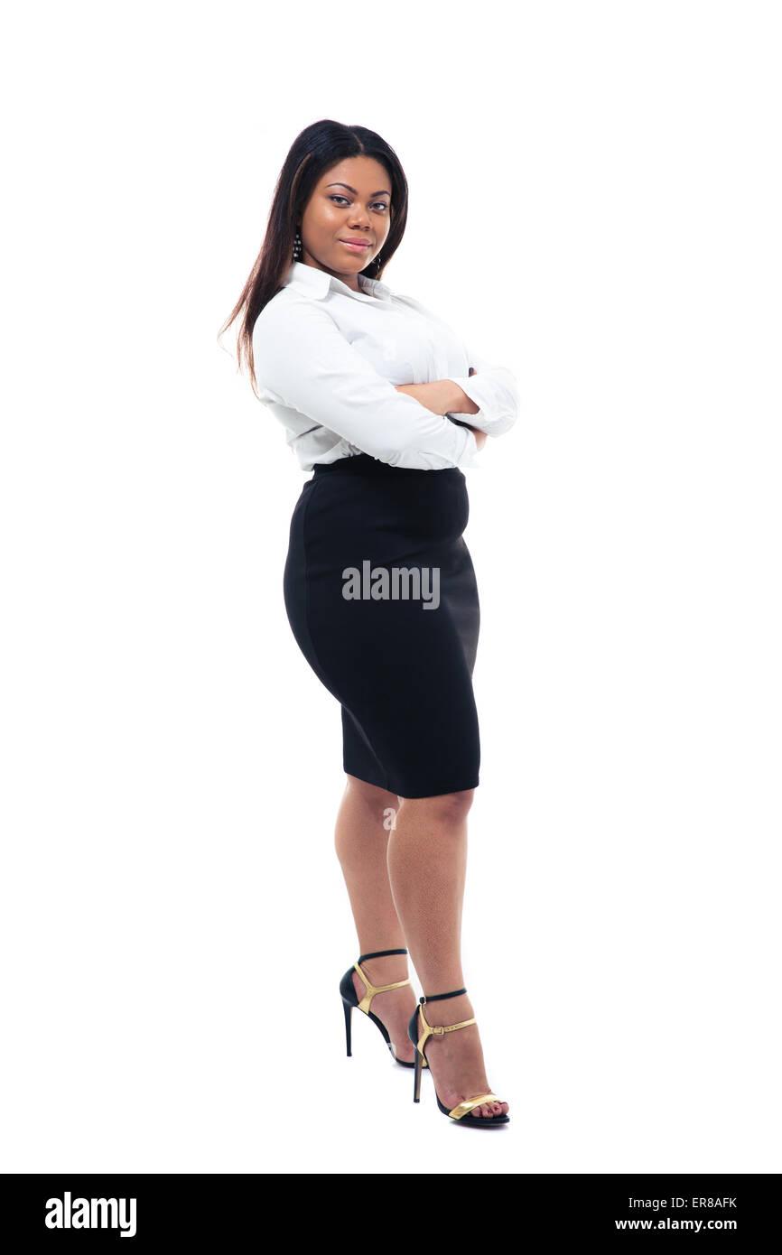 Portrait d'afro-américain businesswoman standing with arms folded isolé sur un fond blanc. Looking at camera Banque D'Images