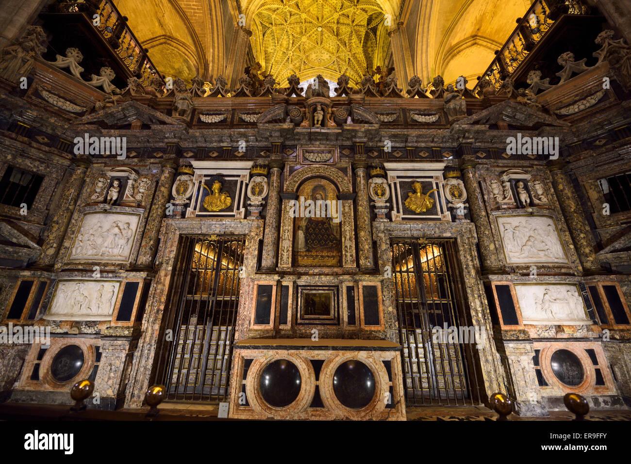 Retrochoir orné derrière le maître-autel dans la Cathédrale de Séville Banque D'Images