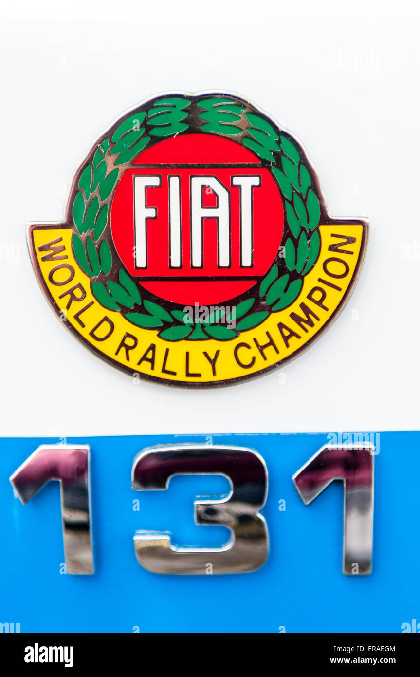 Badge sur une Fiat 131 voiture du Championnat du Monde des Rallyes. Photo Stock