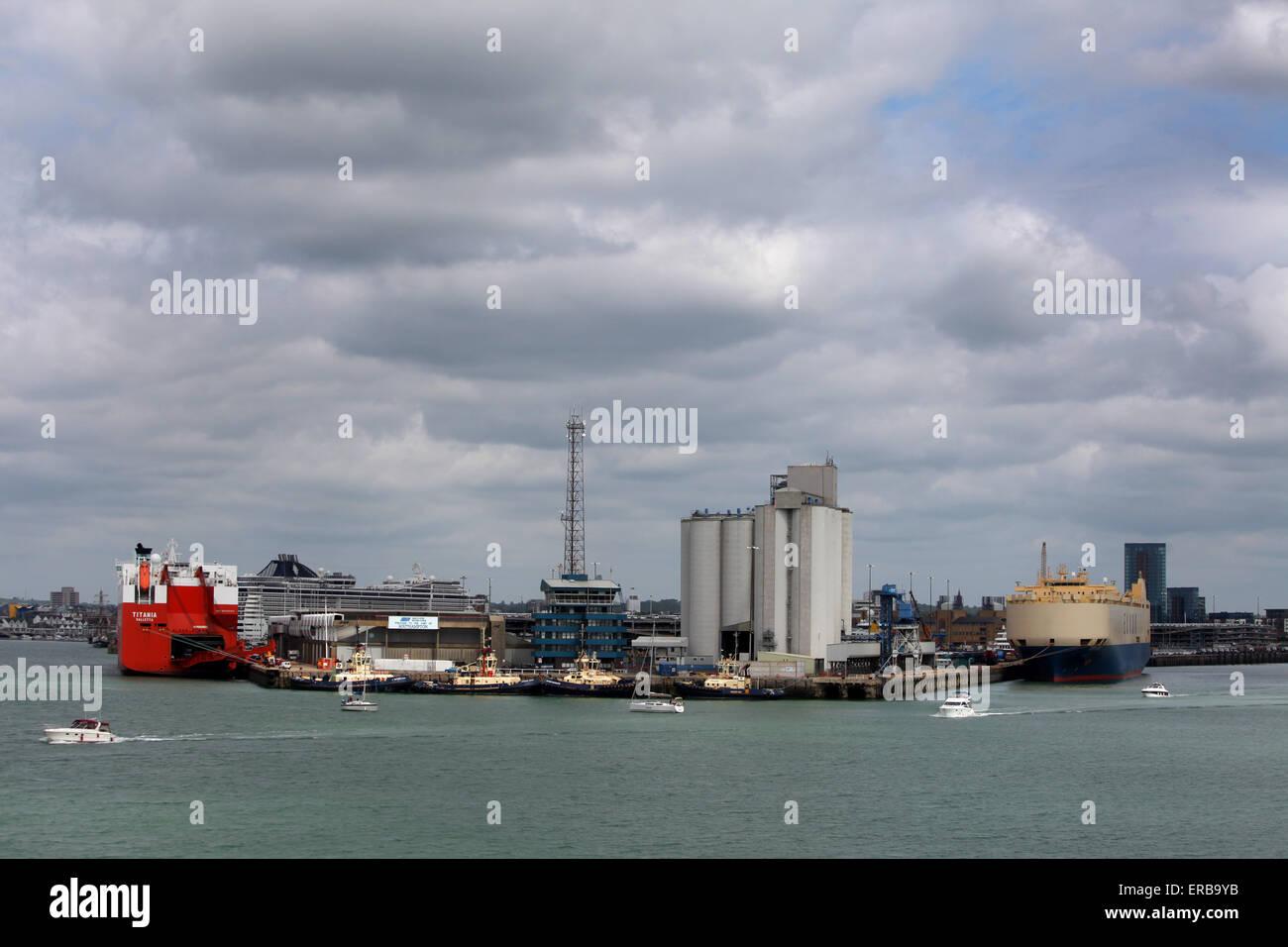 En tête de quai du port de Southampton et des quais Photo Stock