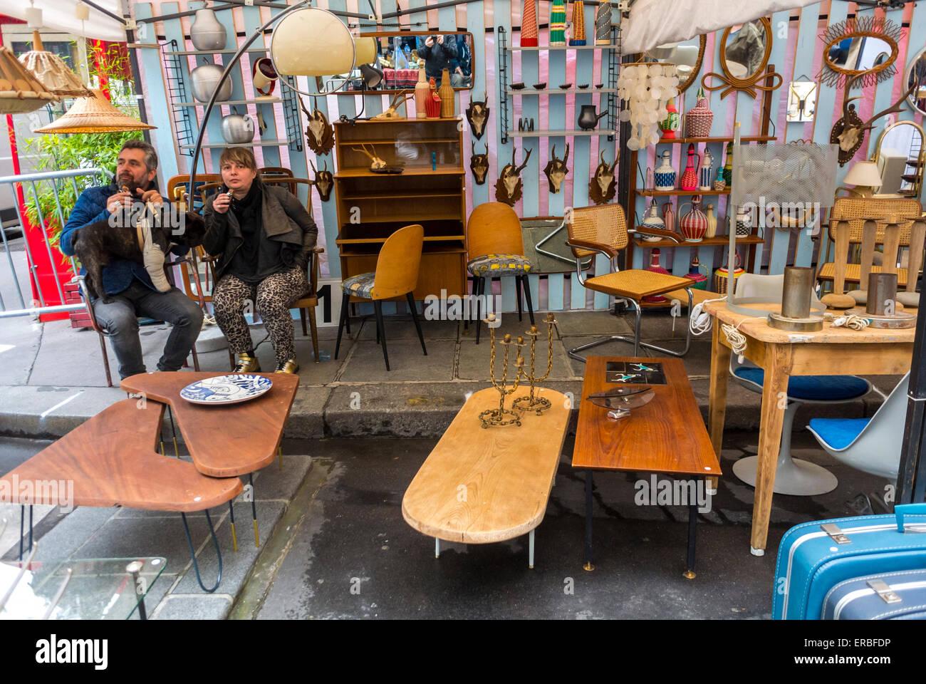 paris france mobilier vintage dcroche langlais garage sale brocante sur rue dans le quartier du marais rue de bretagne square du temple - Meubles Vintage Paris