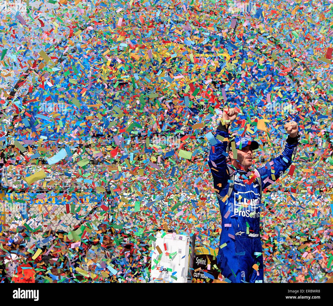 Dover, Delaware, USA. 31 mai, 2015. JIMMIE JOHNSON (48) célèbre la victoire 400 FedEx bénéficiant Photo Stock