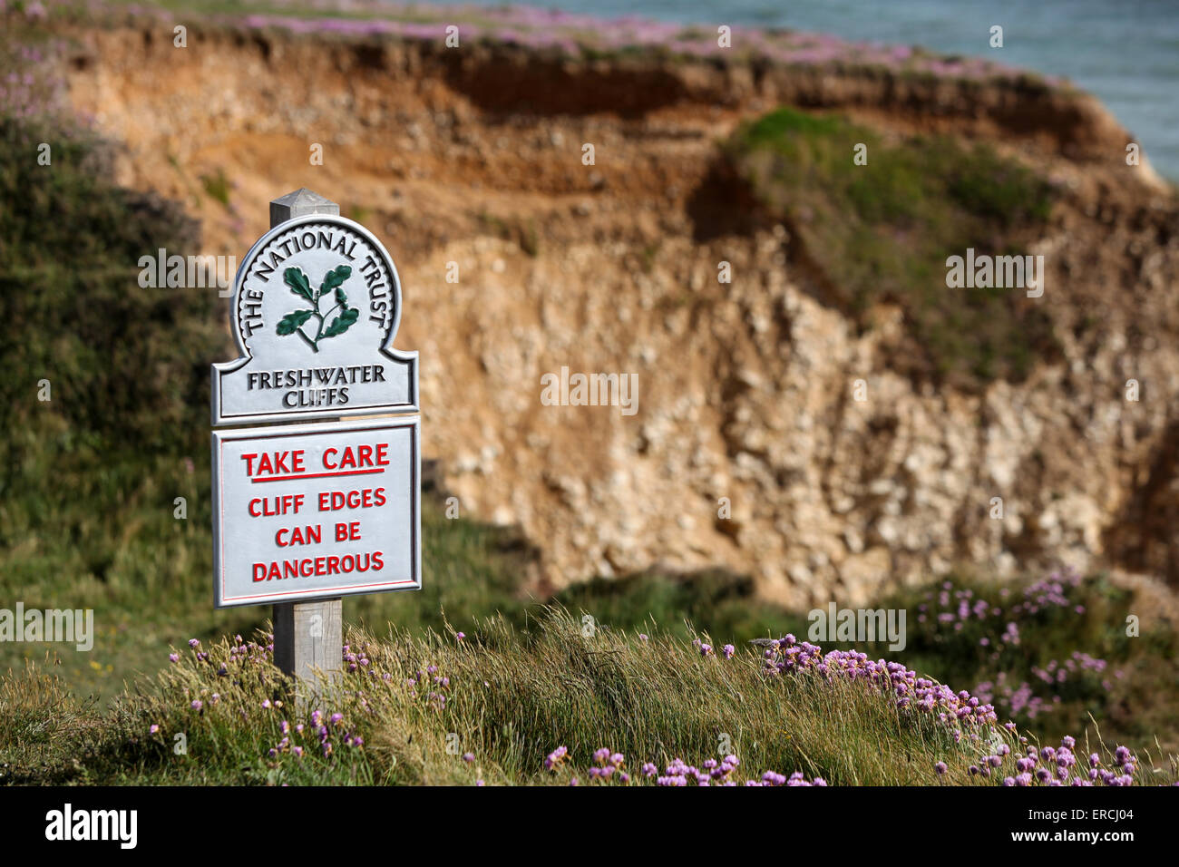 Inscrivez-vous à l'eau douce et d'eau douce falaises falaises d'avertissement de la baie peut être dangereux Banque D'Images