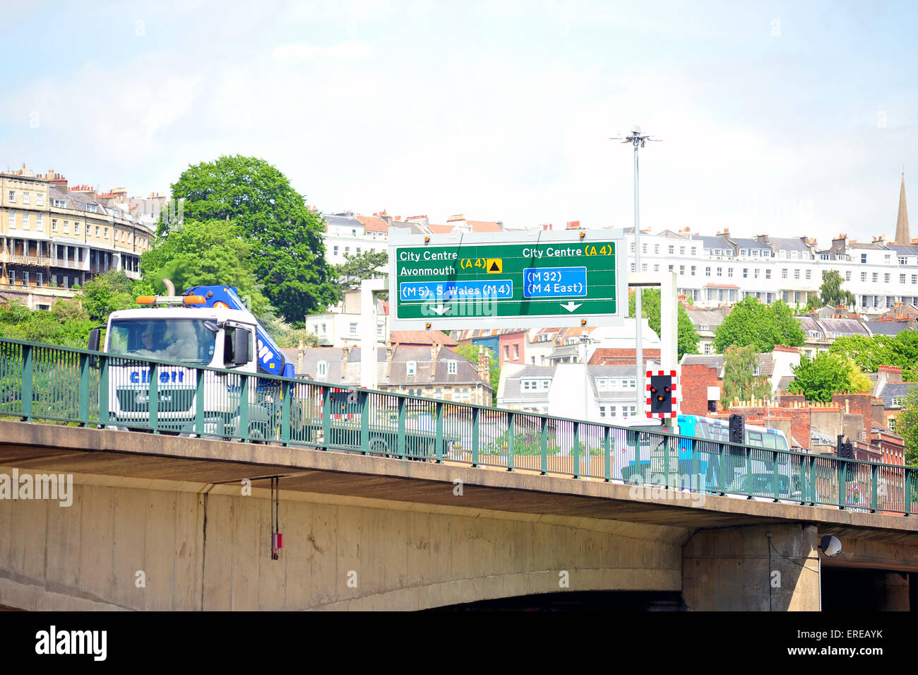Conduite à l'écart du centre de Bristol passe sur le port de Bristol sur le pont A3029. Banque D'Images