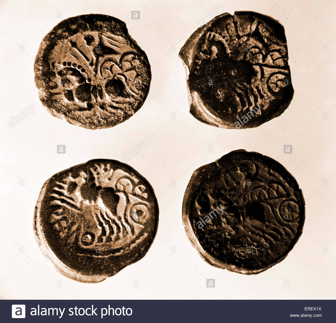 Pièces de monnaie romaines - montrant des chars dans la bataille. Photo Stock