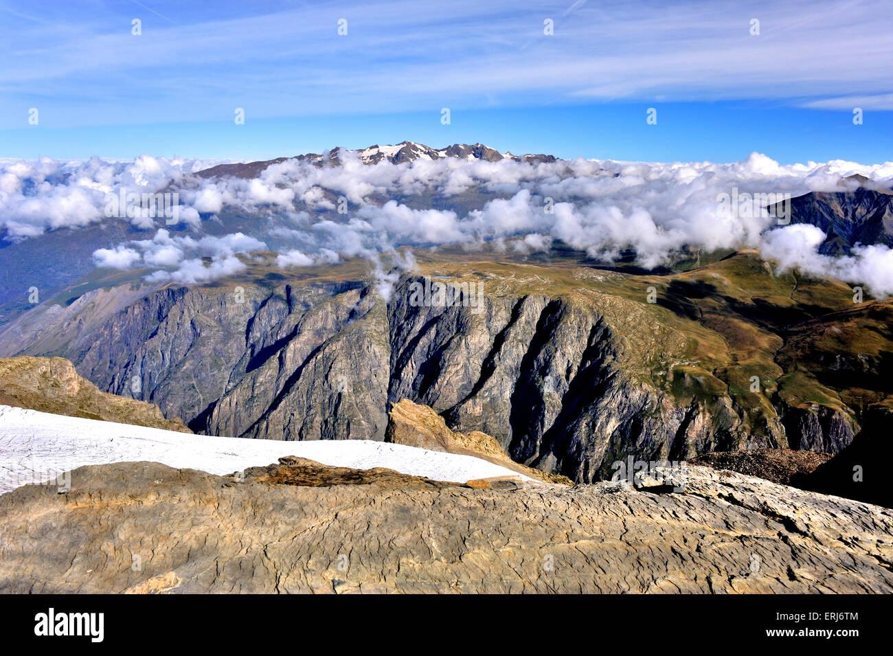 """Vue panoramique sur le plateau d'Emparis"""" et de la chaîne des Grandes Rousses des Alpes Savoie dans Photo Stock"""