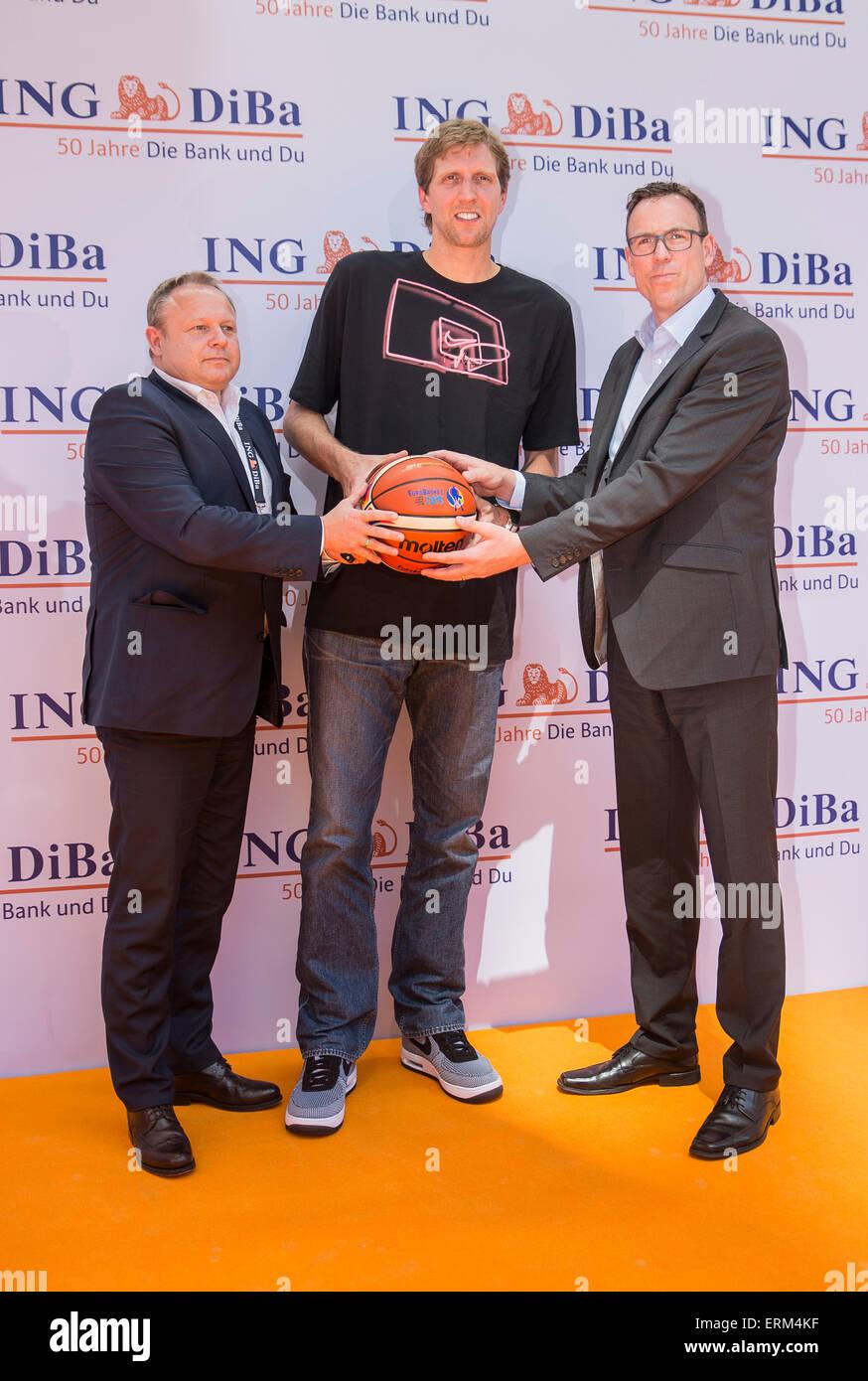 Wolfgang Brenscheidt (l, secrétaire général de l'association de basket-ball allemand), joueur Photo Stock