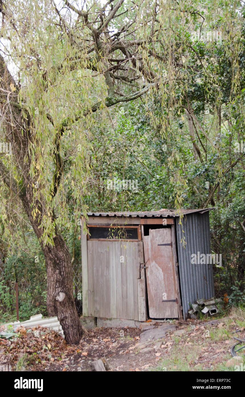 Abri de jardin fait maison ancienne Banque D\'Images, Photo Stock ...