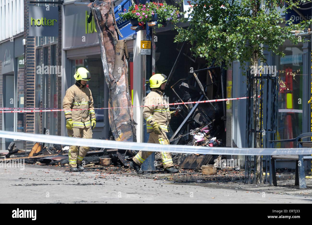Maistone, Kent, UK. 8 juin, 2015. 22 ans homme Maidstone est arrêté après un incendie à la librairie Photo Stock