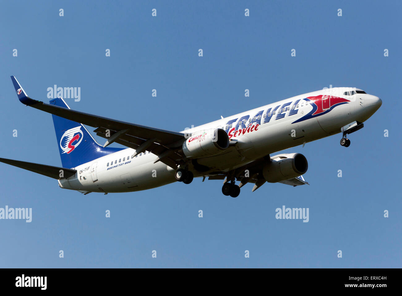 Boeing 737 exploité par Travel Service en approche pour l'atterrissage Prague, République Tchèque Photo Stock