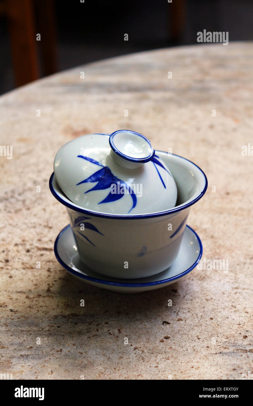 Tasse de thé chinois traditionnel - wan gai Photo Stock