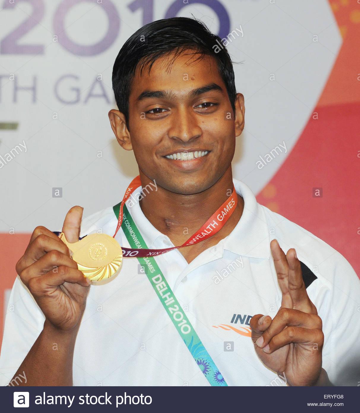 Ravi Kumar K médaillé d 69 kg compétition d'haltérophilie dans dix-neuf; des jeux Photo Stock