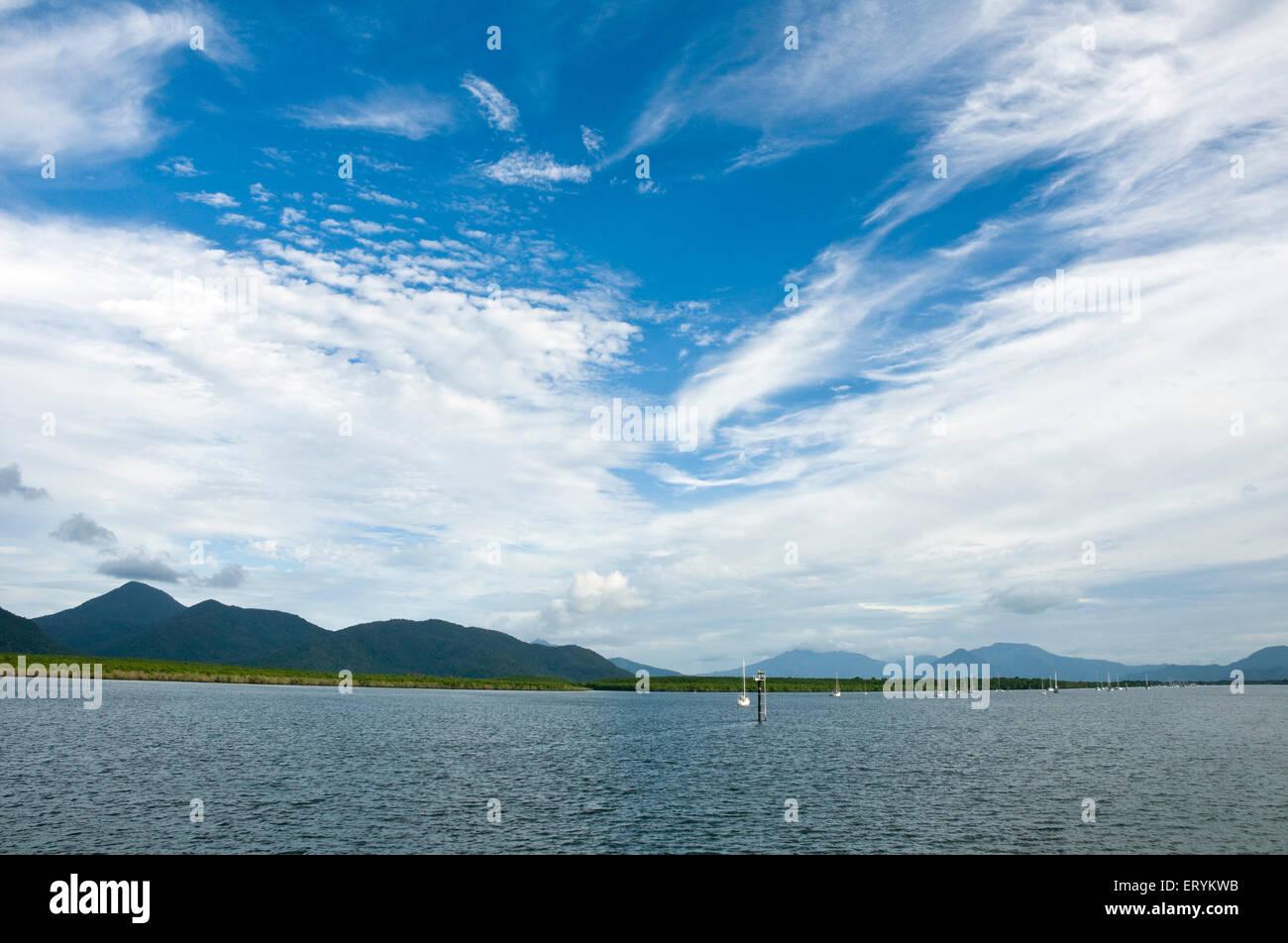 Cloudscape off port en direction de l'île Green;;; Queensland Australie Cairns Banque D'Images