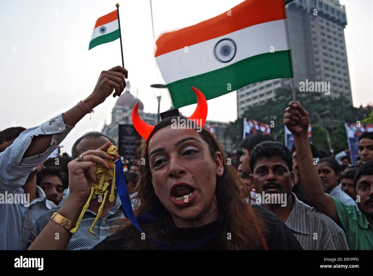 Après l'attaque terroriste en manifestant deccan mujahedeen dans Bombay Mumbai Maharashtra; Inde; Photo Stock