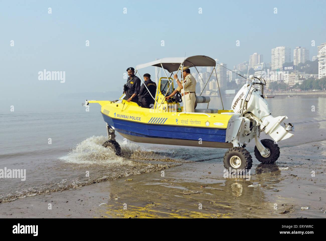 Les commandos de la police de Mumbai dans les véhicules amphibies à Marine Drive;;;; Photo Stock