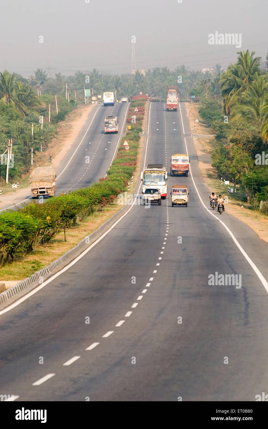 L'autoroute nationale NH7 près de Tamil Nadu Dharmapuri; Inde; Photo Stock