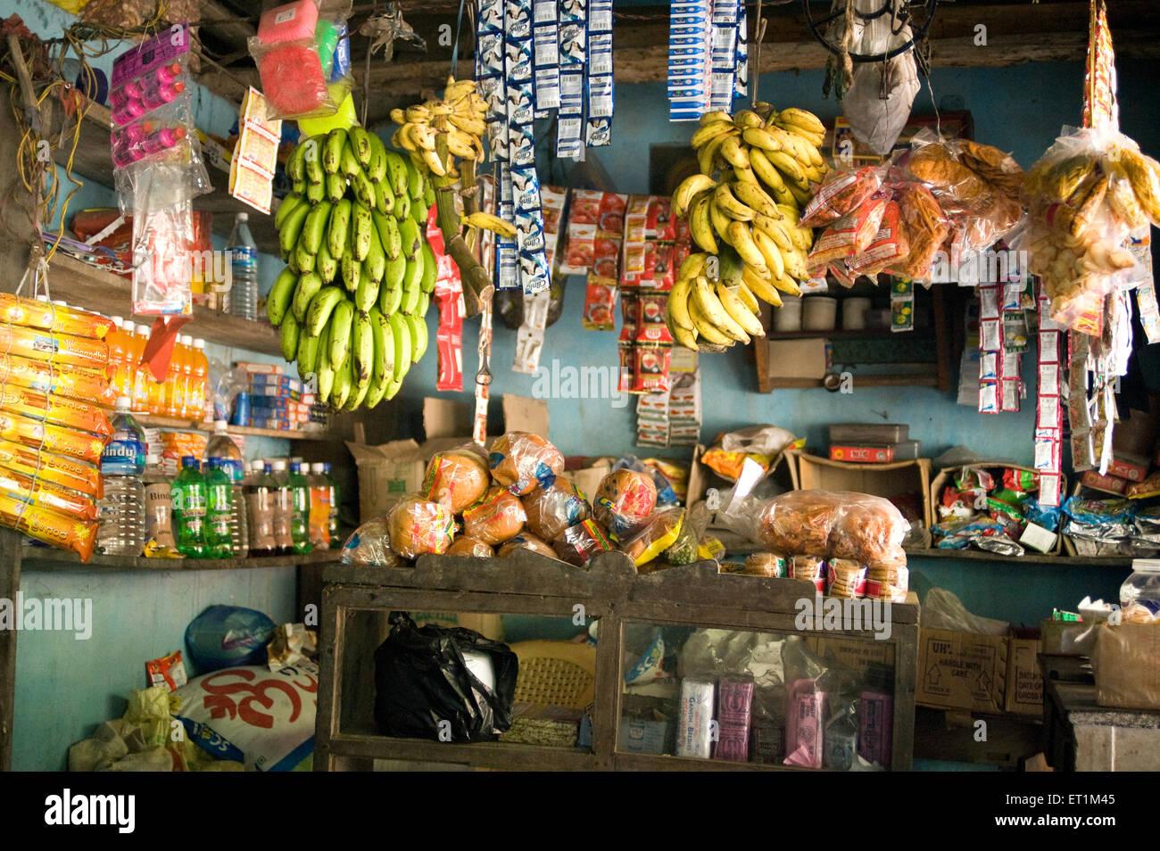 ... produit marque odwalla shop shopping jus de fruits bouteille plastique  vitrine réfrigérée. BK7PNE (RM). Karnataka Inde   boutique   Photo Stock e1e1e36312fd
