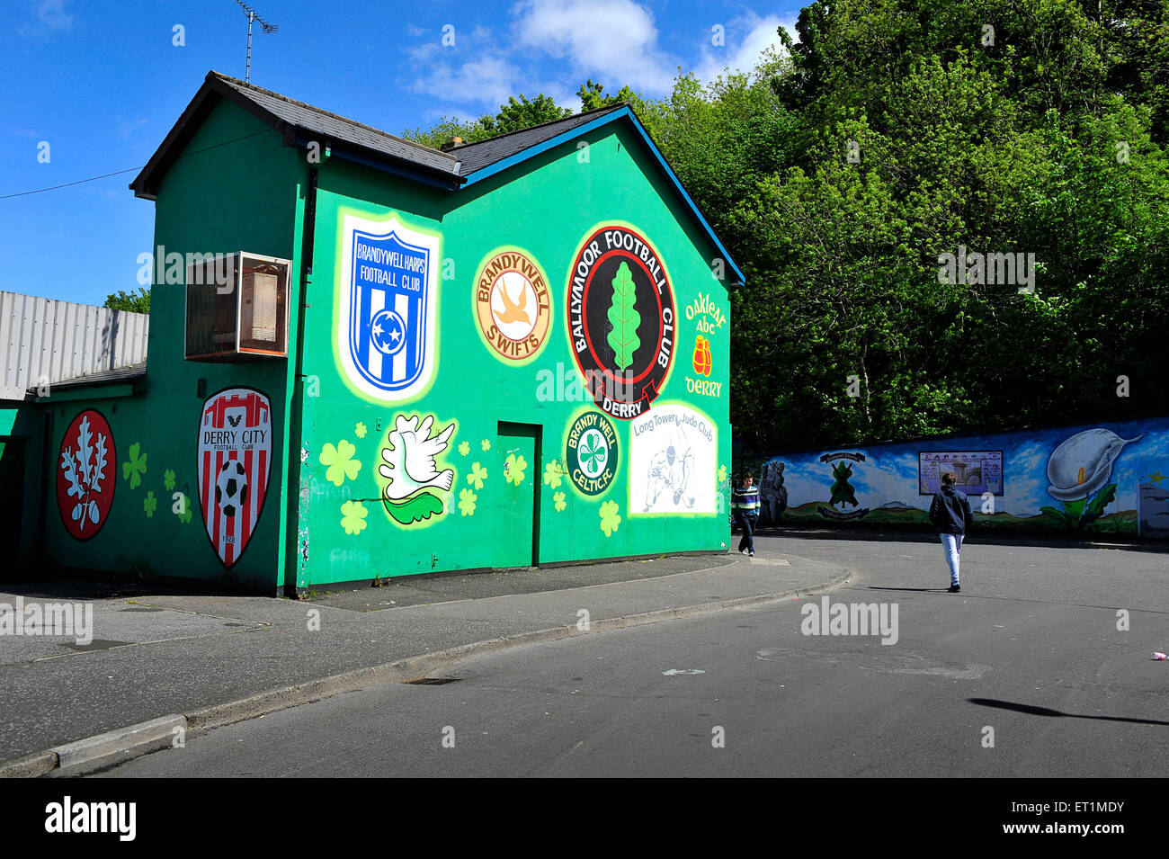 Mdy Pont L Eveque painted crests photos & painted crests images - alamy