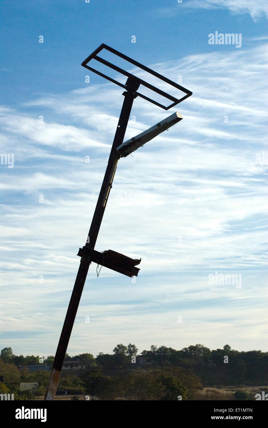 La lumière solaire cassé pôle à Chikhaldara Amravati district;;; Inde Maharashtra Photo Stock