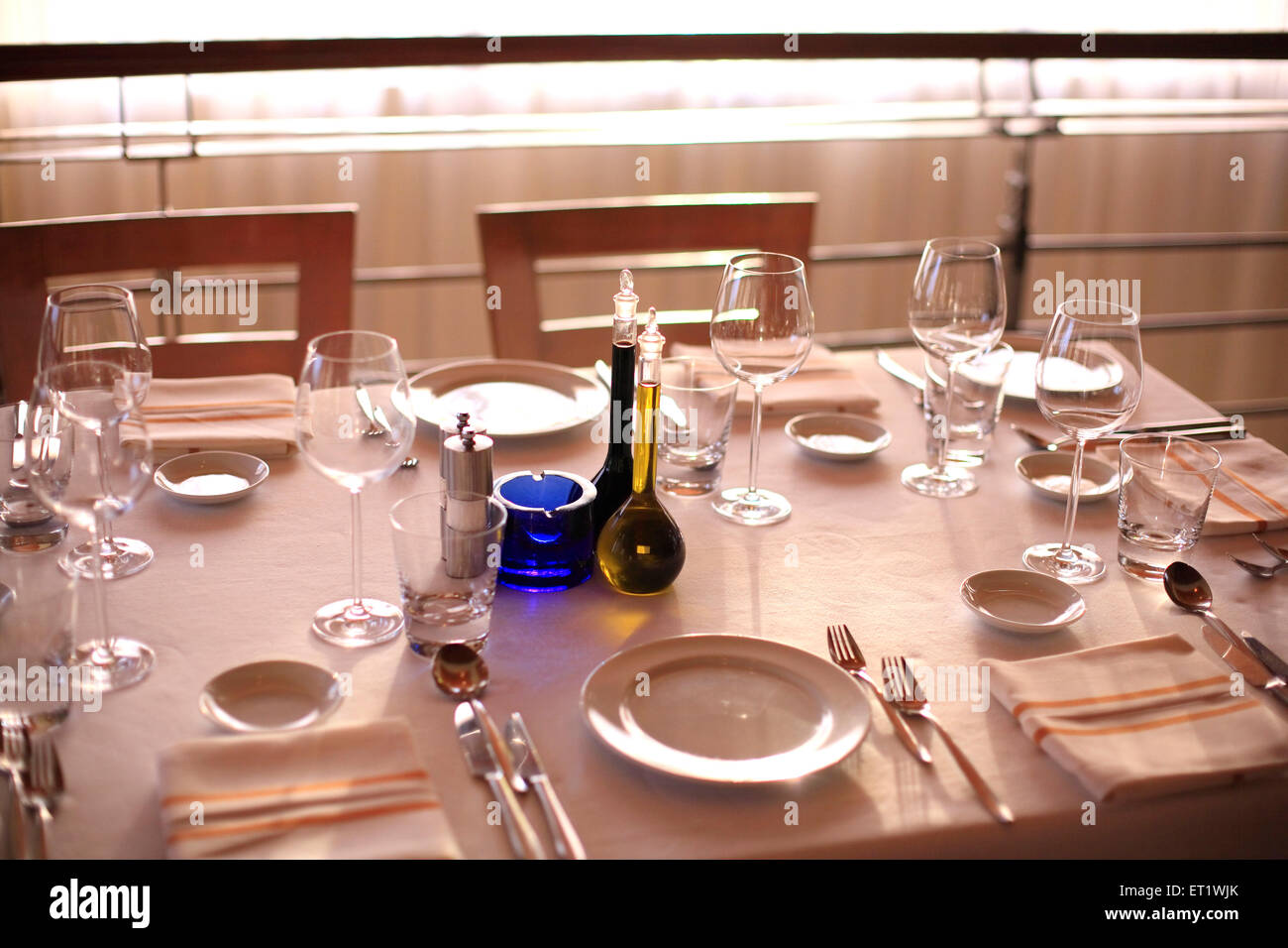 Table à manger dans l'hôtel, avec des couverts; Bombay Mumbai Maharashtra; Inde; Photo Stock