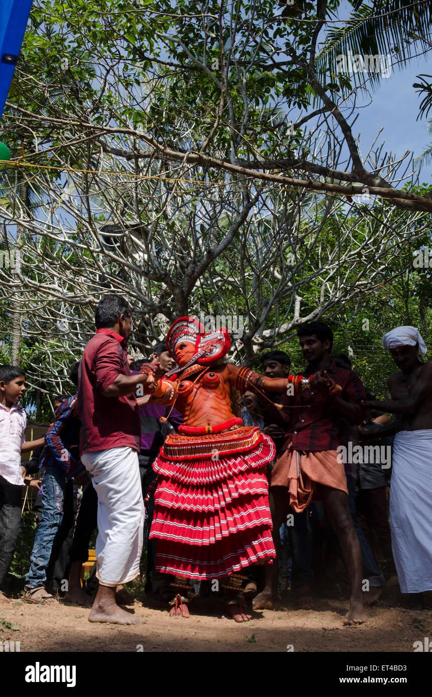 L'ancienne tradition des Thayyam de Malabar dans le nord du Kerrala Photo Stock