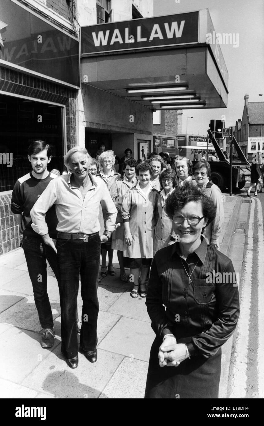 Le personnel du cinéma Wallaw, Washington, Northumberland, après le générique final laminés Photo Stock
