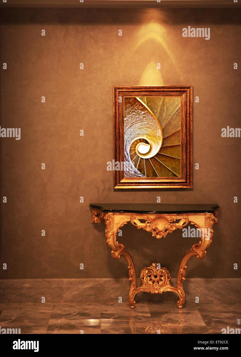 Chassis De Luxe Affichage Holding Une Peinture Ou Une Photo Du Modele En Spirale Nombre D Or Sur La Table De Luxe Tous A L Ecoute De La Couleur D Or Photo Stock Alamy