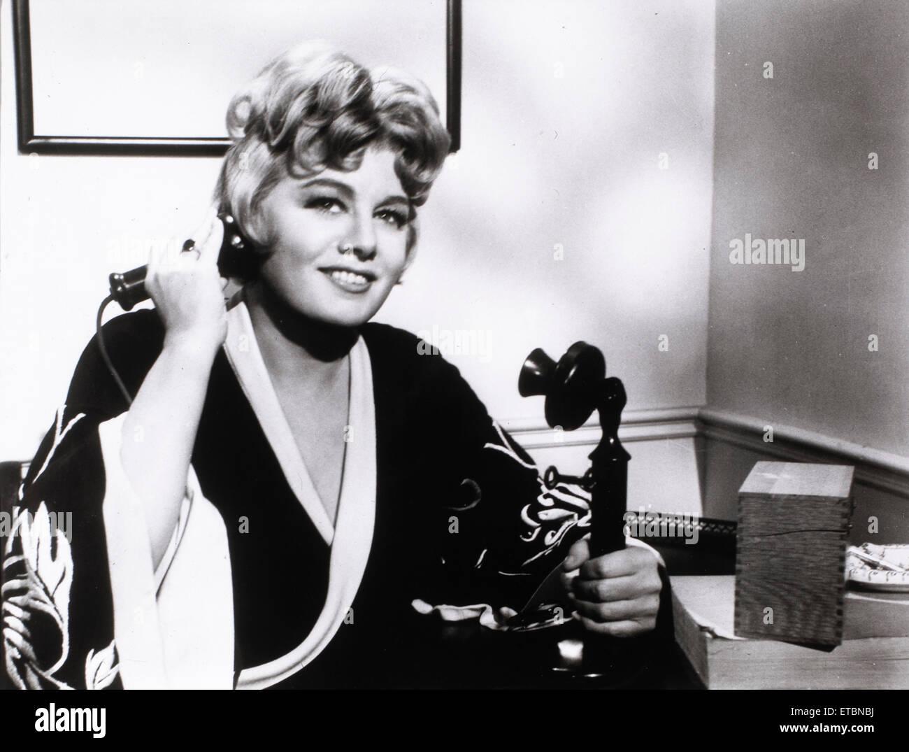 """Shelley Winters, Portrait publicitaire pour le film """"une maison n'est pas une maison', 1964 Photo Stock"""