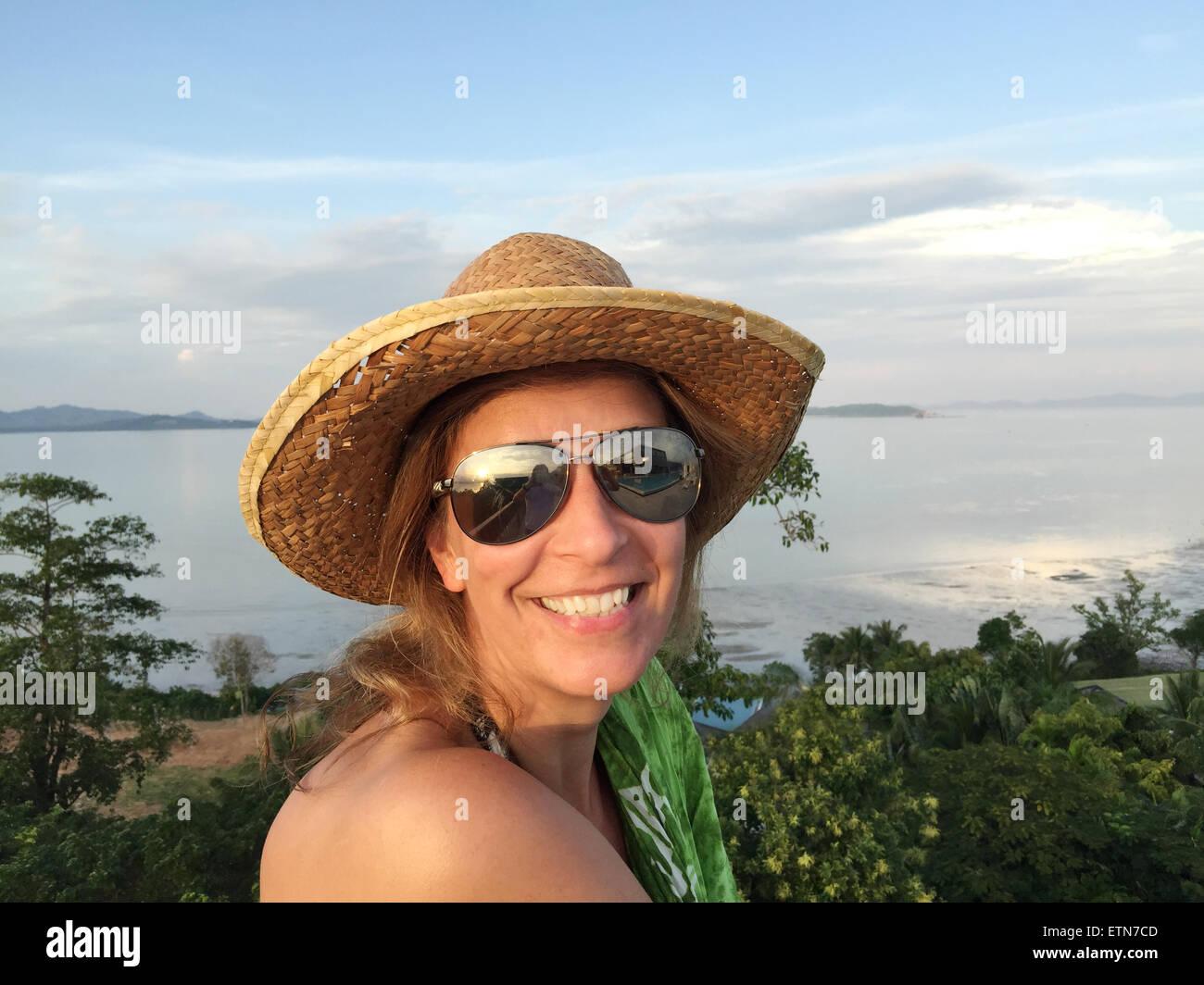 Portrait d'une femme en vacances Photo Stock