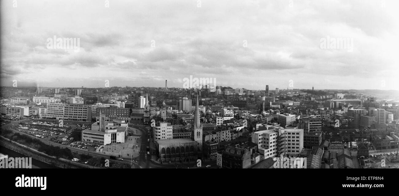 Vue panoramique de Bristol à partir du toit de l'ES &UN Robinson et son bâtiment. 1er mars 1967 Photo Stock