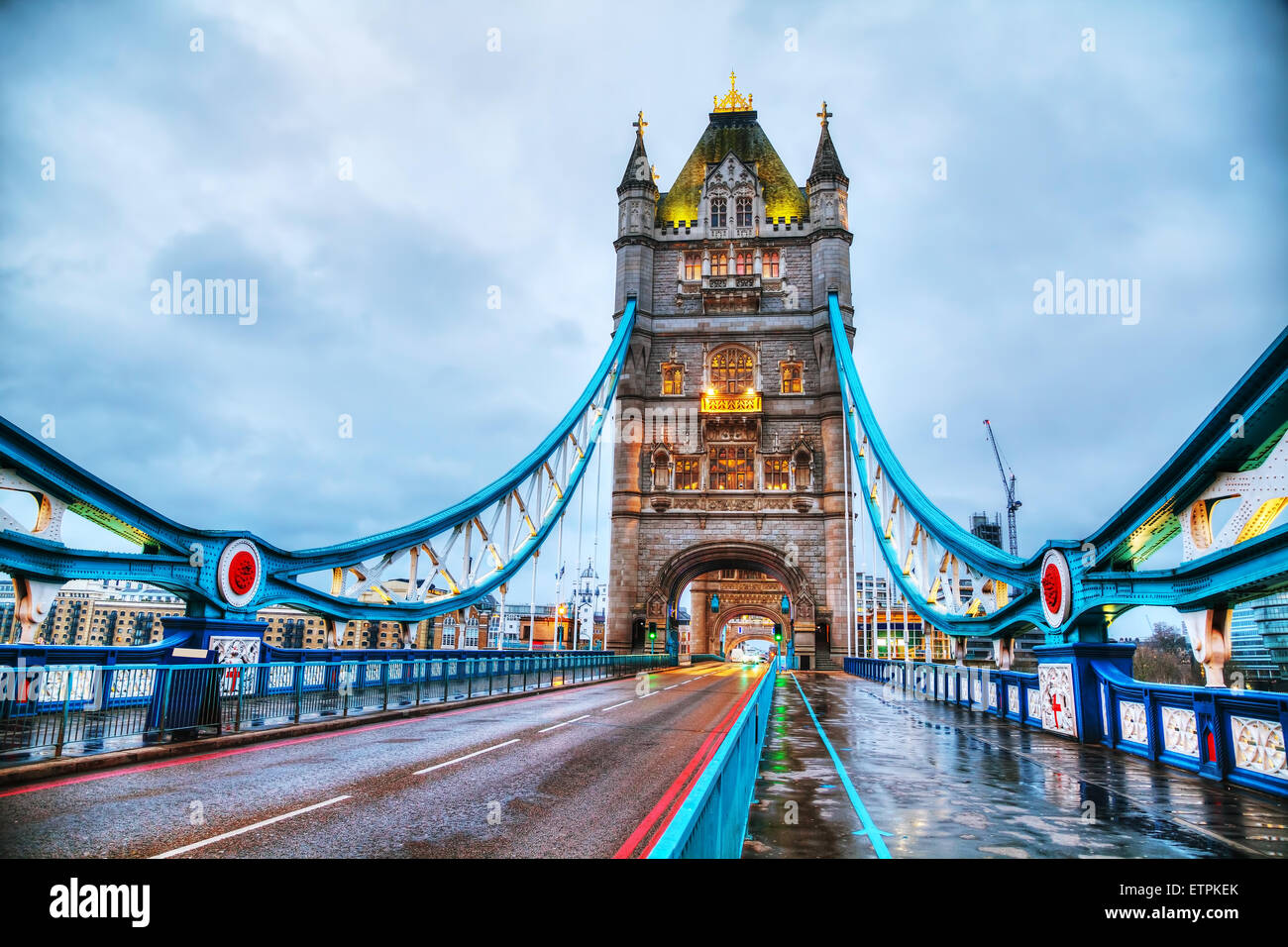 Tower Bridge à Londres, Grande Bretagne le matin Photo Stock