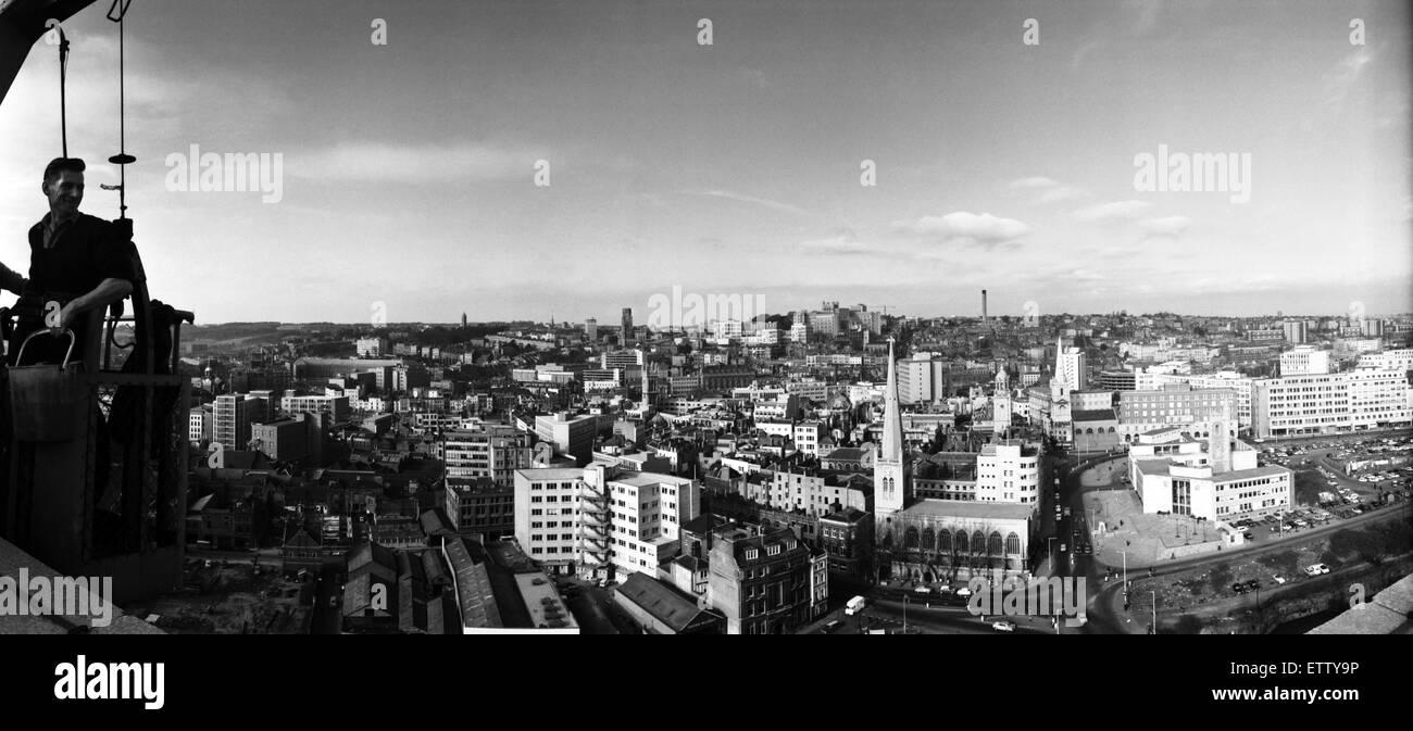 Vue panoramique de Bristol à partir du toit de l'ES &UN Robinson et son bâtiment. Les vitres à Photo Stock