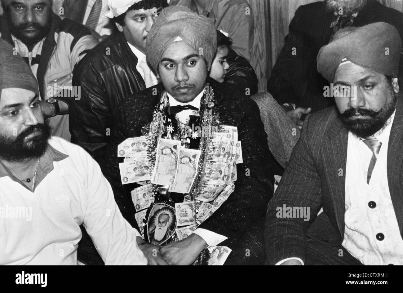 Un service pour 18 ans Jaspal Singh célébrant son engagement avec les dons d'argent d'autres fidèles Photo Stock