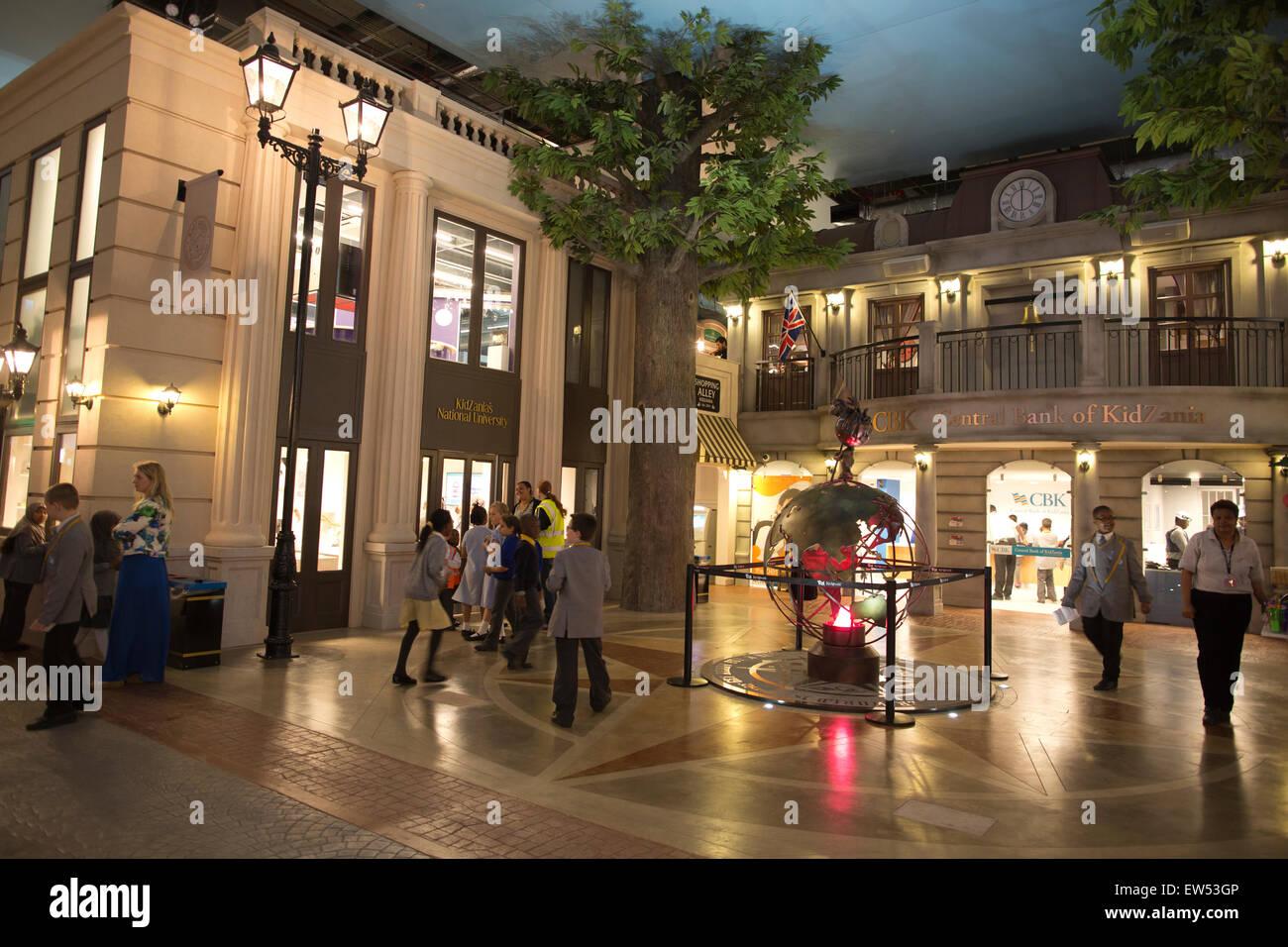 KidZania educational parc à thème où les enfants jouent à être adultes, le centre commercial de Westfield, Sheperd's Bush, Londres Banque D'Images